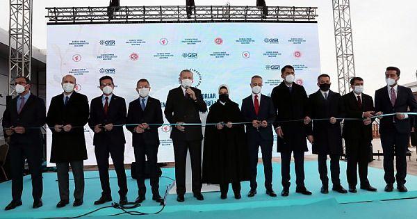 Cumhurbaşkanı Erdoğan Ankara Geleneksel Sporlar Tesisi'nde incelemelerde bulundu.