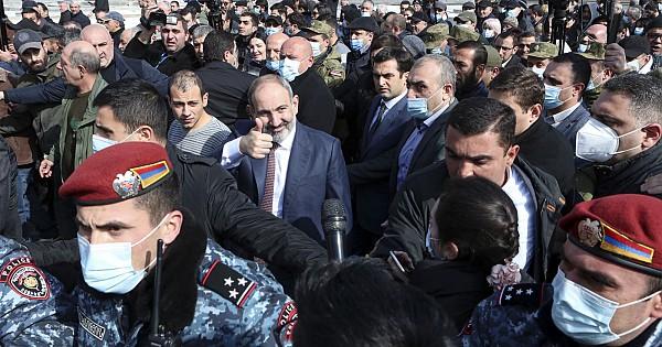 Ermenistan'da ''Darbe girişimi'' Sokaklarını gezerek halka sesleniyor