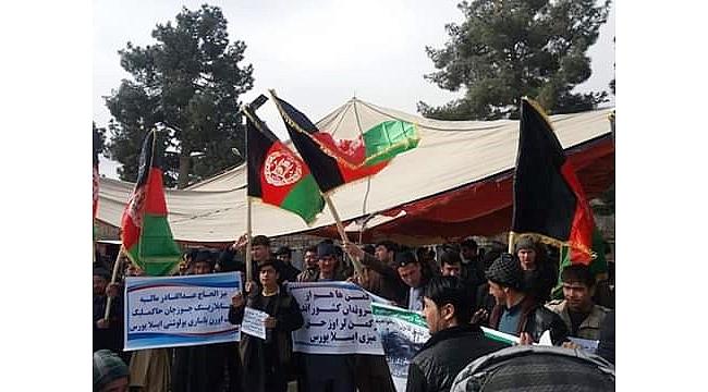Afganistan'da Türkmenler sokaklara döküldü