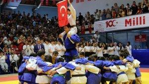 100. yılda tüm Türkiye'de sporun bayramı