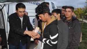 Afgan mültecilere sıcak ilgi