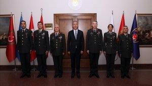 Bakan Akar, Kara Kuvvetleri Komutanı Orgeneral Dündar ve beraberindeki personelle bir araya geldi