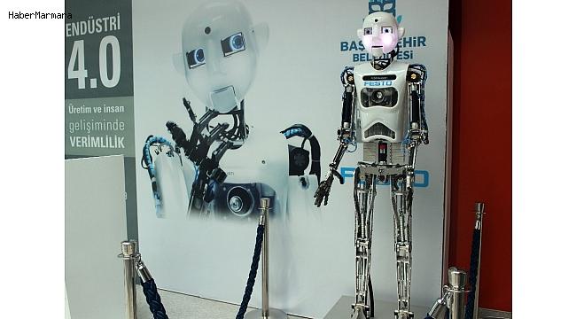 Almanya'dan gelen Robothespian Başakşehir'lilerin ilgi odağı oldu