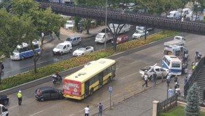 Bursa'da yağmur kaza getirdi: 5 araç birbirine girdi
