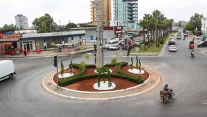 Adana'nın dört bir yanında peyzaj düzenleme çalışmaları sürüyor