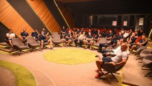 Başakşehir'de futbolcular ve teknik heyet yeni oyun kuralları hakkında bilgilendirildi