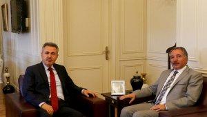 Ağrı Valisi Elban'dan Rektör Karabulut'a ziyaret