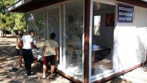 Balıkçılar Kooperatifinin camlarını kırdılar