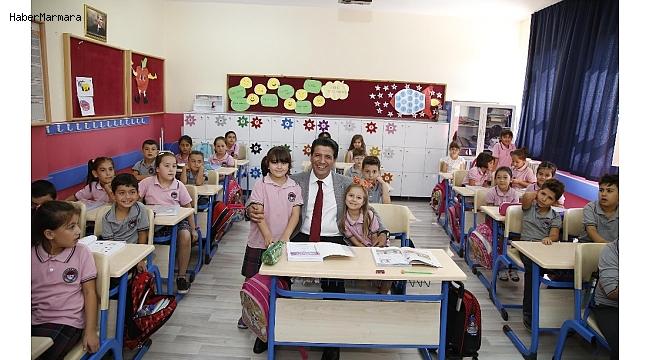 Başkan Genç, minik öğrencilerle aynı sırada