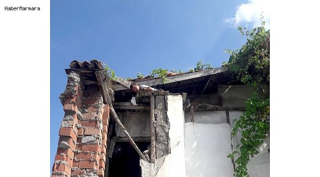 Çatıda mahsur kalan çocuğun imdadına itfaiye yetişti