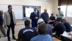 Çavdarhisar'da okul servisi şoförleri bilgilendirildi
