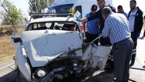 Çavdarhisar'da trafik kazası:3 yaralı