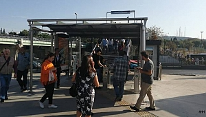 Altunizade Metrobüs Durağındaki Üstgeçit Paralı Oldu!