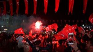 Aydın'da Milli maç heyecanı kent meydanında yaşandı
