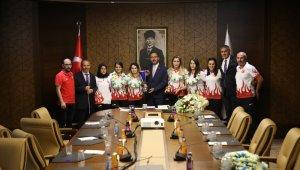 Bakan Kasapoğlu, Avrupa Şampiyonu Golbol milli takımını ve Milli boksörleri ağırladı