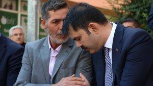 Bakan Kurum, şehit Yunus Mermer'in ailesini ziyaret etti