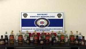 Bayburt'ta 34 adet kaçak içki ile 1 milyon 270 bin adet makaron ele geçirildi