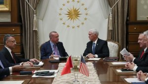 Cumhurbaşkanı Recep Tayyip Erdoğan'ın ABD Başkan Yardımcısı Mike Pence'i kabulü sona erdi. Kabul 1 saat 40 dakika sürdü.
