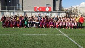 Cumhuriyet Futbol Şenliği'nde ter döktüler