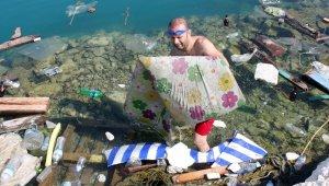 Denizden bir kamyon dolusu çöp çıkardılar