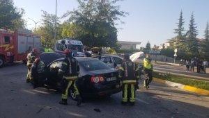 Denizli'de iki araç kafa kafaya çarpıştı: 2 yaralı