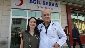 Baba ve kız aynı hastanede şifa dağıtıyor