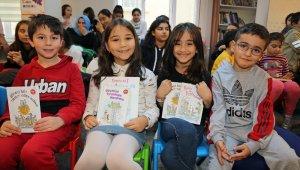 Behiç Ak Ataşehirli çocuk okurlarıyla buluştu
