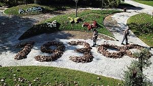 Belediye İşçileri Atatürk'ü Yapraklarla Andı