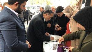 AK Partili gençler Türk kahvesi ikram etti