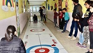 Aydınlı çocukların Floor Curling deneyimi