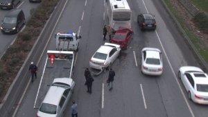 Bağcılar'da zincirleme kaza, trafikte yoğunluk oluştu