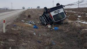 Yoldan çıkan otomobil takla atarak şarampole yuvarlandı: 6 yaralı