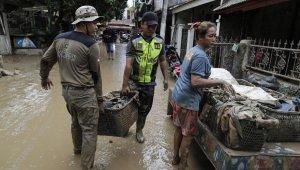 Endonezya'da sel felaketinde hayatını kaybedenlerin sayısı 43'e yükseldi