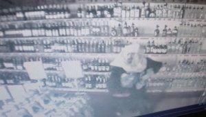 Kafasına çuval geçirip market soydu