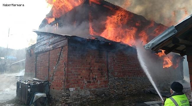 Kastamonu'da iki ev alev alev yandı
