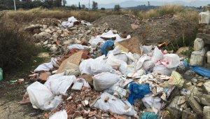 Kuşadası Belediyesi çevreyi kirletenlere karşı dedektif gibi çalışıyor