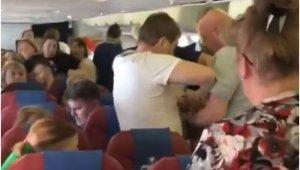 Rusya'da uçakta olay çıkaran yolcuya 'bantlı' müdahale