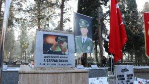 Şehit  Ali Gaffar Okkan, şehadetinin 19. yıl dönümünde mezarı başında anıldı
