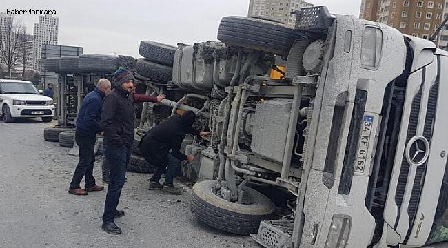 TEM Bağlantı Yolunda Kamyon Devrildi! Trafik Kilit