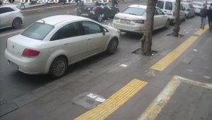 Trafik cezası yediği sırada araba çarptı