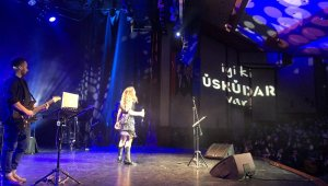 Üsküdar'da konser veren Irmak Arıcı'dan yeni şarkı mesajı