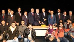 AK Parti Sözcüsü Ömer Çelik'ten öğrencilere tavsiye