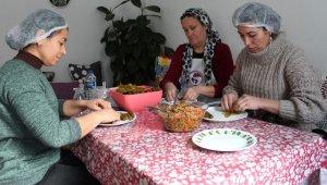 Alaşehirli kadınlar ev ekonomisine destek oluyor