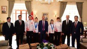 Badminton sporcuları ödüllendirildi
