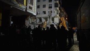 Bahçelievler'de yıkılan binanın çevresi güvenlik çemberine alındı