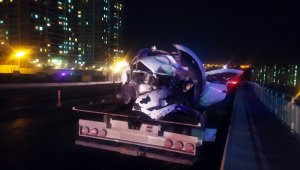 Başakşehir'de iki otomobil kafa kafaya çarpıştı: 8 yaralı