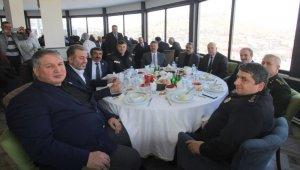Başkan Pekmezci Bayburt dernekleri ile bir araya geldi