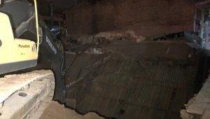 Başkent'te 3 katlı hırdavatçı dükkanı çöktü: 1 köpek enkaz altında kaldı