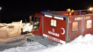 Bitlis'teki çetin kış şartlarında hastaların imdadına paletli ambulanslar yetişiyor
