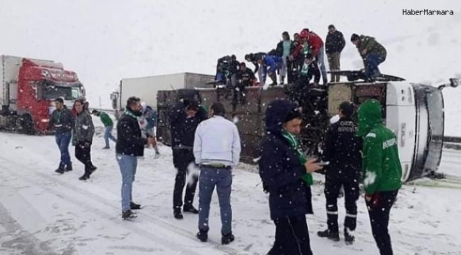 Bursaspor Taraftarını Taşıyan Otobüs Devrildi